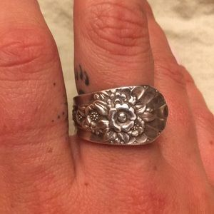 Silver flower detailed spoon ring